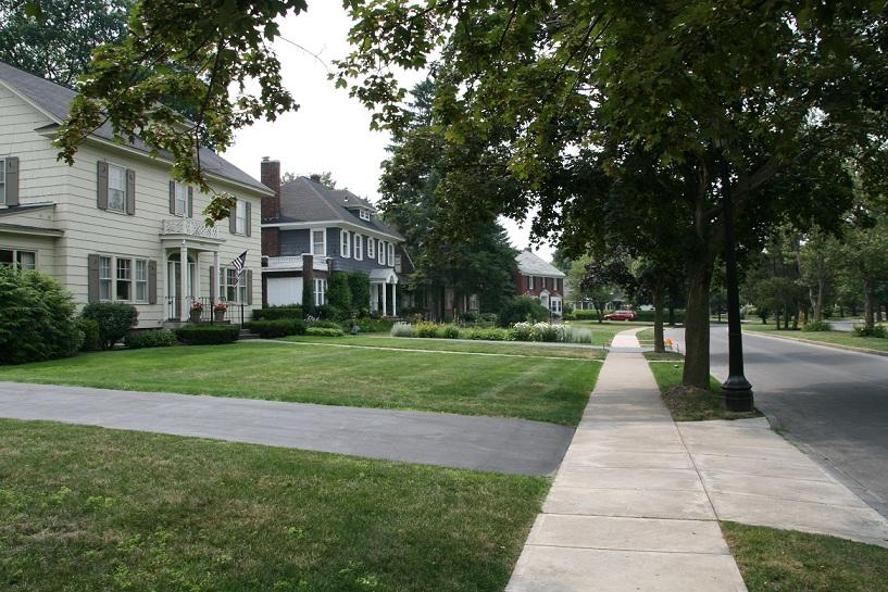 Homes_in_a_residential_neighborhood